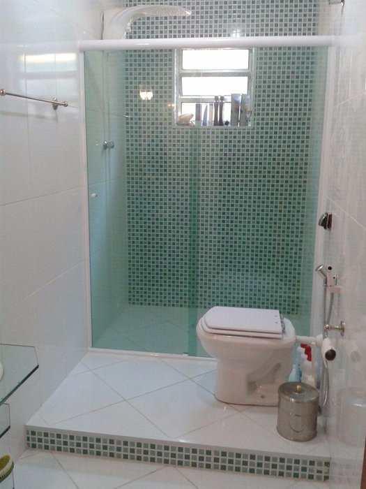 box de vidro verde com branco