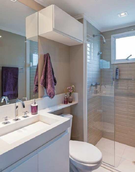 Espelho para Banheiro é uma superfície muito lisa e que permita alto índice de reflexão da luz que incide sobre ele. Espelhos possuem formas variadas.