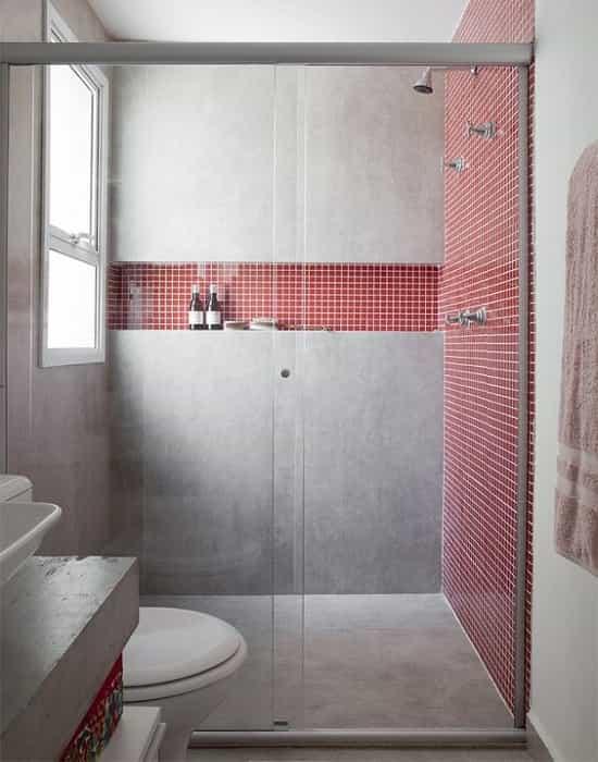 Box para Banheiro de Vidro Incolor Temperado de 8 mm Modelo Frontal e Acabamento em Alumínio Prata Fosco.