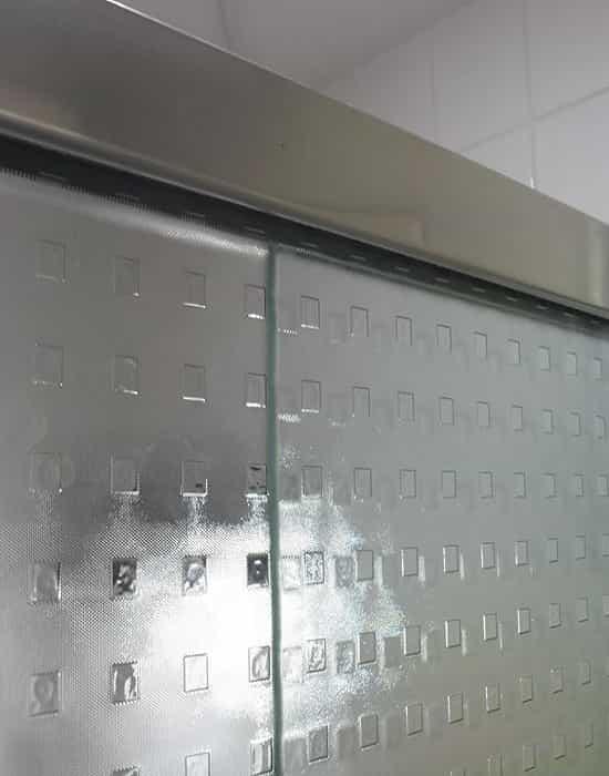 Box para Banheiro de Vidro Quadrato de 8 mm com perfil de acabamento em alumínio prata fosco, preto, bronze, bege, e champanhe.