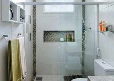 Box de vidro para banheiro incolor com branco. Vidro temperado de 8 mm.