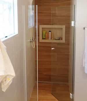 Box para Banheiro de Abrir Várias Cores de Vidro e Perfil de Acabamento. Conheça o box para banheiro de abrir com garantia total de qualidade.
